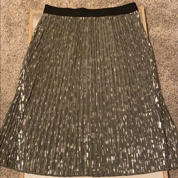 NWOT LulaRoe Elegant Jill Pleated Arrow Skirt